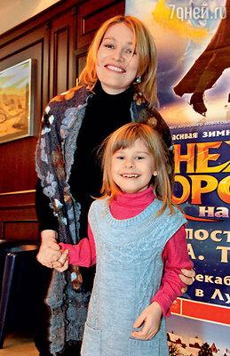 Виктория Толстоганова с дочкой Варварой