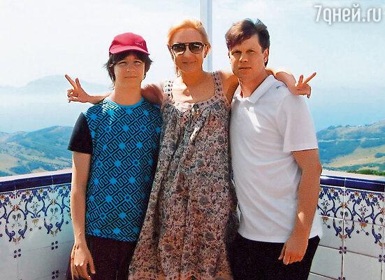 С мужем и со старшим сыном Сашей на отдыхе в Испании