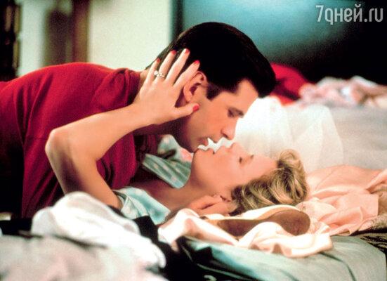 Во время съемок Болдуин иБэйсингер токидались друг в друга телефонами истульями, тострастно целовались