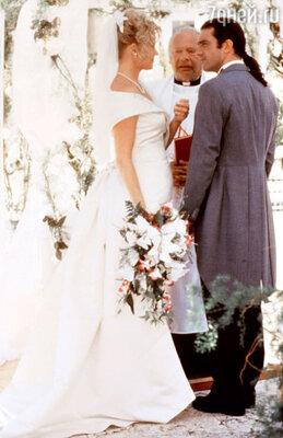 Роман Антонио Бандераса иМелани Гриффит начался насъемках фильма «Двое— это слишком», когда оба были не свободны. 1995 г.