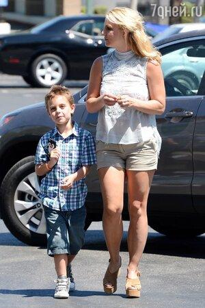 Бритни Спирс  со старшим сыном Шоном Престоном