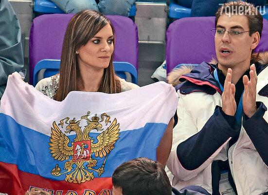 Дмитрий Дюжев не захотел смотреть Олимпиаду по телевизору, предпочел зрительские трибуны сочинских спортивных комплексов. Слева –  прославленная прыгунья с шестом Елена Исинбаева