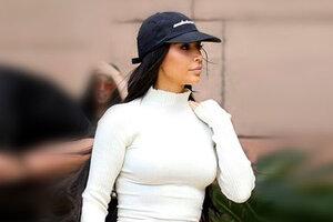 Ким Кардашьян опять надевает откровенные наряды