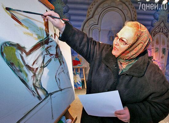 Нина Усатова мечтает научиться рисовать, а пока участвует в благотворительных аукционах