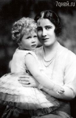 Молодая королева-мать с дочерью — принцессой Елизаветой. 1928 г.