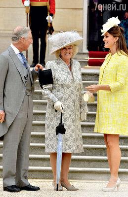Камилла была неприятно поражена тем, в какой восторг привело королеву Елизавету известие огрядущем появлении наследника. Май 2013 г.
