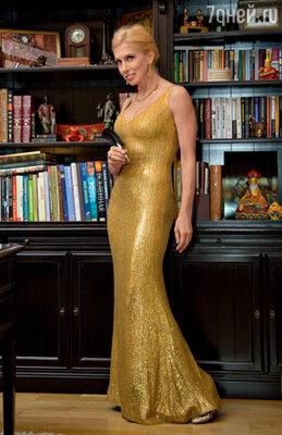 Это платье служит своей хозяйке верой и правдой уже 14 лет
