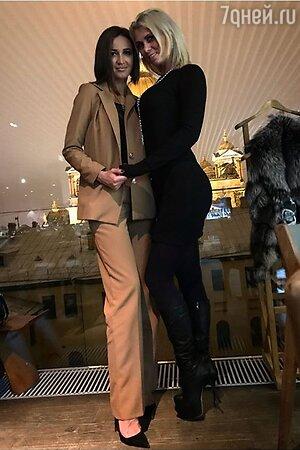 Ольга Бузова с подругой Ольгой