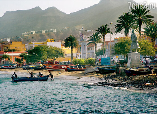 Набережная и вид на город Минделу на острове Сан-Висенти — самом романичном острове архипелага
