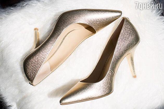 С чем носить золотые туфли?