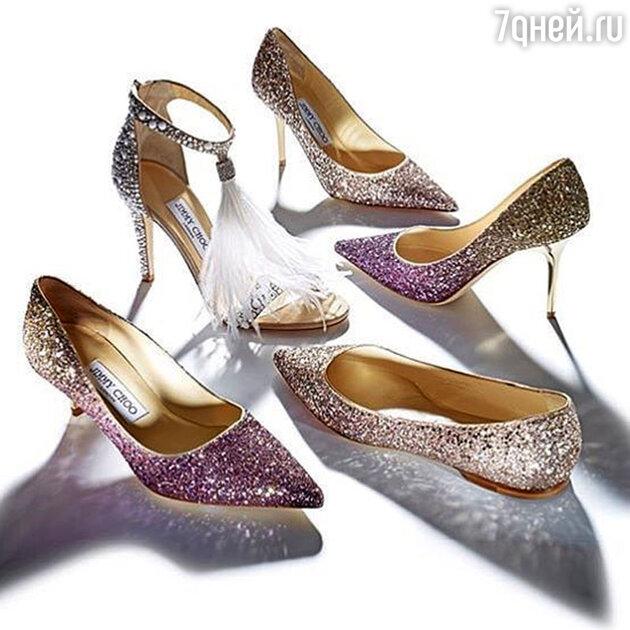 Блестящая обувь может быть на каблуках разной высоты