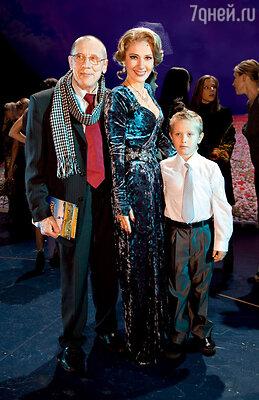 Ирине Линдт досталась роль соперницы главной героини. За кулисами с Валерием Золотухиным и их сыном Иваном