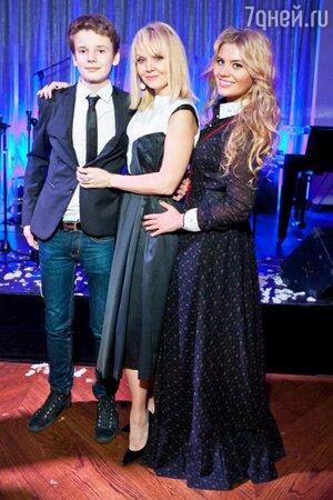 Валерия с детьми Арсением и Анной