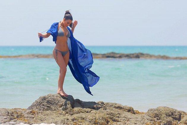 Ким Кардашьян на пляже в Таиланде