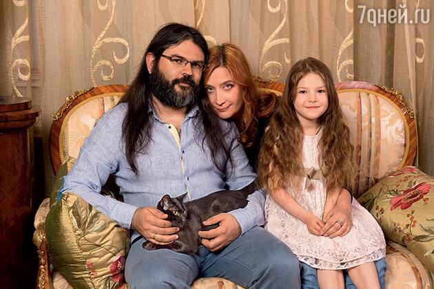 Елена Макарова с мужем и дочерью