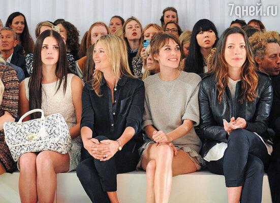 Лана принимает приглашения от ведущих мировых брендов. Слева направо: Лана дель Рей, Кейт Мосс, Алекса Чанг, Ребекка Холл