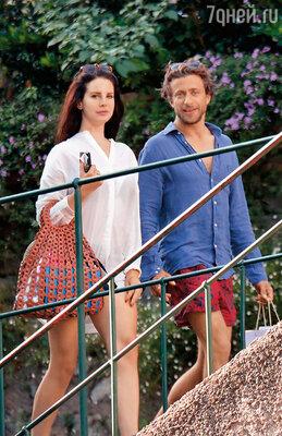Летом 2014 года Лана призналась, что ее многолетний роман с Барри подошел к логическому концу. «Мы больше не вместе. Решили продолжить свою жизнь врозь. (На фото: с новым возлюбленным Франческо Карроццини. Портофино, Италия)