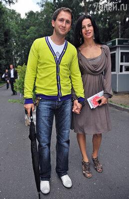 Телеведущий Оскар Кучера с супругой Юлией