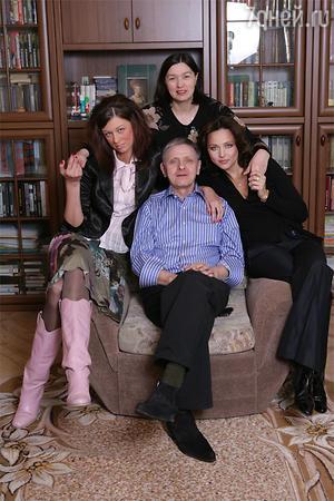 Дарья Повереннова с отцом Владимиром Ефимовичем, его женой Валентиной и сводной сестрой Анной