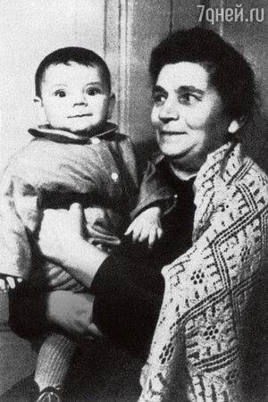 Константин Райкин с бабушкой
