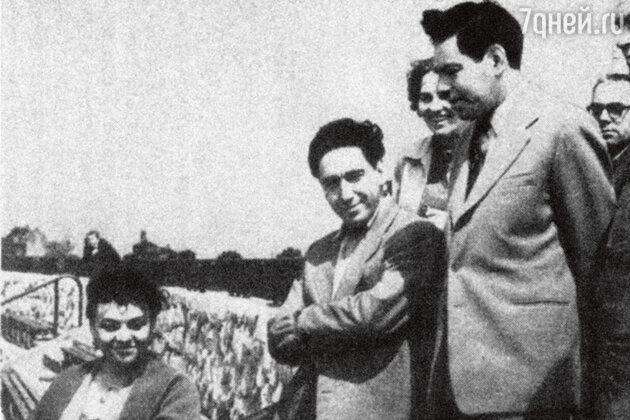 Аркадий Райкин  с братом и женой Руфью