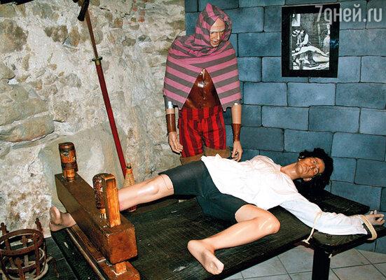 В Каркасоне состоялся первый суд инквизиции. Не случайно в крепости находится башня священной инквизиции, а в ней — зловещий музей, посещать который стоит только людям с очень крепкими нервами…