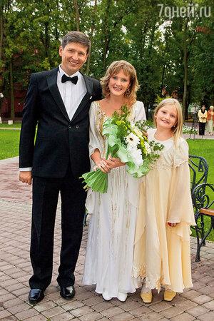 С мужем Андреем Тришиным и младшей дочерью Полиной