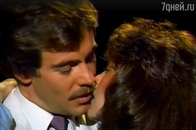 В сериале «Богатые тоже плачут» (1979) мексиканские звезды Вероника Кастро и Гильермо Капетильо играли мать и сына, а в «Дикой Розе» (1987) — жену и мужа