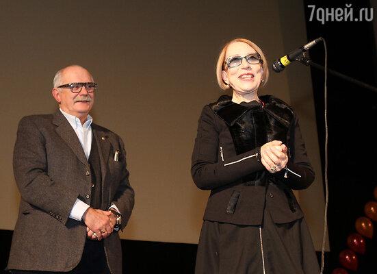 По счастливому стечению обстоятельств в зале находились два актера, сыгравшие 50 лет назад в фильме «Я шагаю по Москве» - Никита Михалков и Инна Чурикова