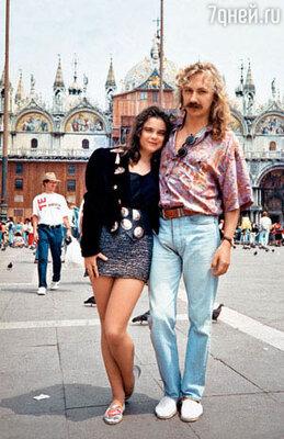 На восемнадцатилетие Игорь подарил любимой путешествие в Венецию.