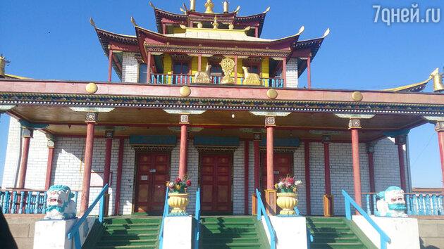 Во время путешествия оперная дива побывала в Центре буддизма России – дацане в Бурятии