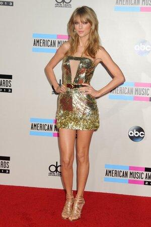 Тейлор Свифт получила звание «Артист года» на American Music Awards 2013