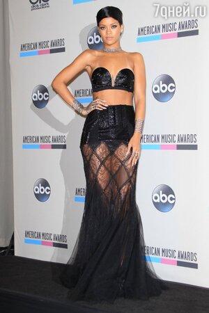 Рианна получила звание «Икона» на American Music Awards 2013