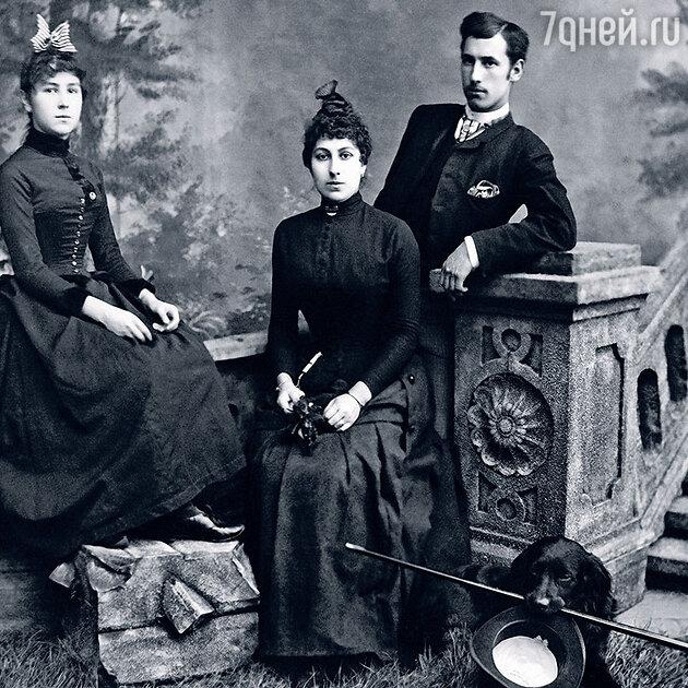 Матильда Кшесинская  (слева) с братом Иосифом и сестрой Юлией