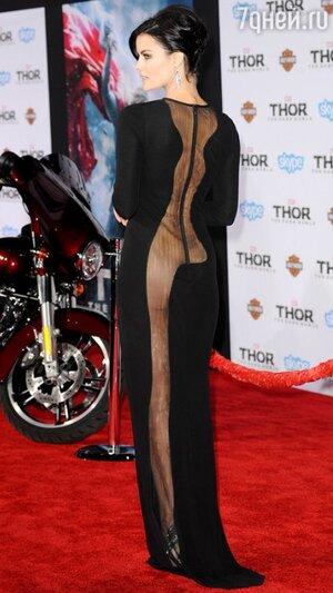 Джейми Александр в платье от Azzaro на премьере фильма «Тор: Царство тьмы»