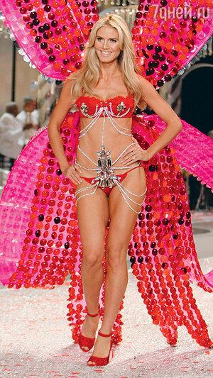 Хайди Клум на показе Victoria's Secret