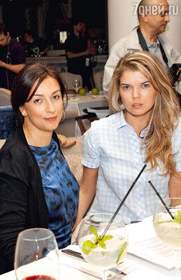Наталья Кикнадзе (жена Урганта) и Виктория Галушка (супруга Цекало)