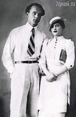 Владик родился между первым и вторым арестами отца (Вацлав Янович и Таисия Владимировна)