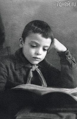 Владику было очень тяжело расти с клеймом сына врага народа