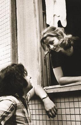 Не могу сказать, что влюбилась с первого взгляда, мне просто нравилось, что Слава старше, красивый, веселый, окончил МГУ