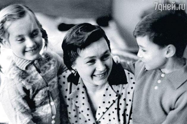 Нина Архипова с детьми Леночкой и Мишей