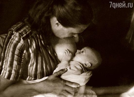 Мама была счастлива, когда от Нонны пришла телеграмма: «Родился сын тчк отец Слава тчк»