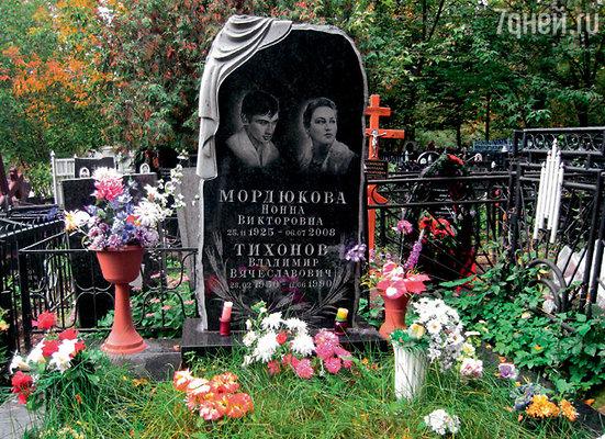 Могила Нонны и Володи на Кунцевском кладбище