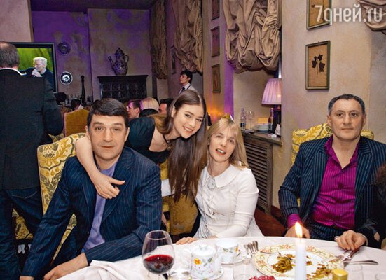 Вера с мужем Кириллом Шубским и младшей дочерью Анастасией