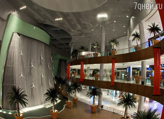 В торговых центрах Дубая можно найти большой выбор брендовой одежды и техники по ценам ниже европейских.