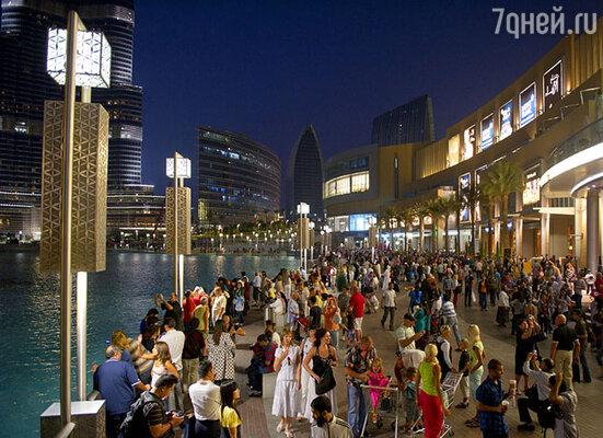 Каждый шопинг-молл — это город в городе или кондиционируемый оазис среди жаркой пустыни.