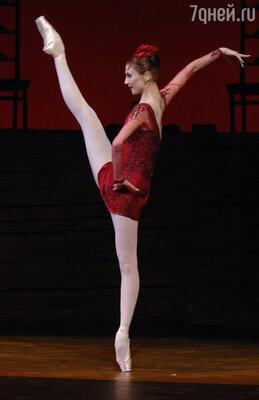 Известная балерина Светлана Захарова  иногда позволяет  себе небольшой кусочек черного хлеба с  сыром