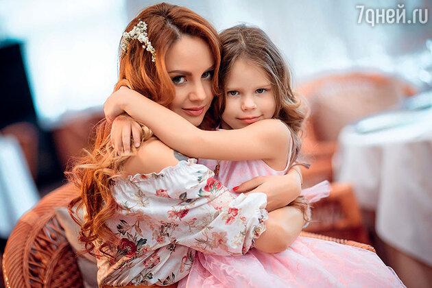 МакSим со старшей дочкой Сашей