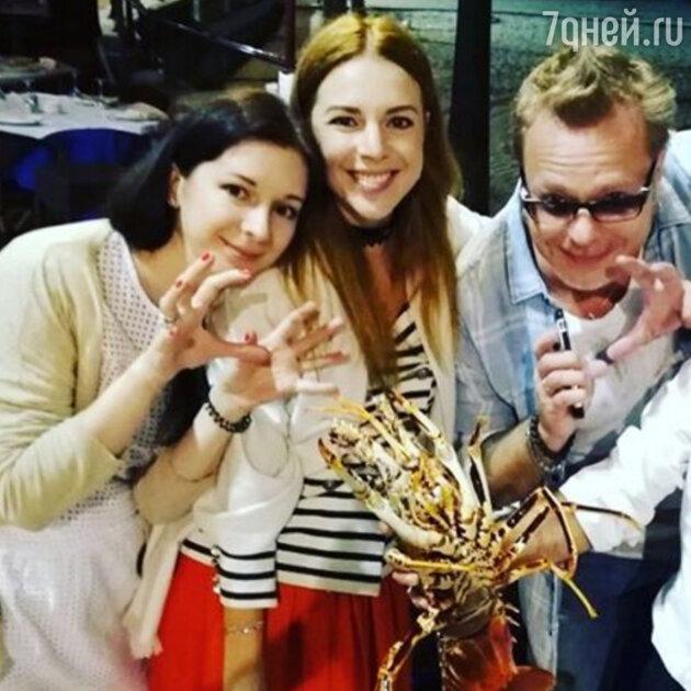 Наталья Подольская с сестрой и мужем