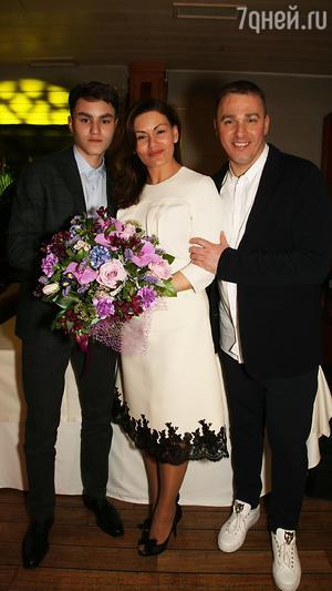 Кирилл Андреев с женой Лолой и сыном Кириллом